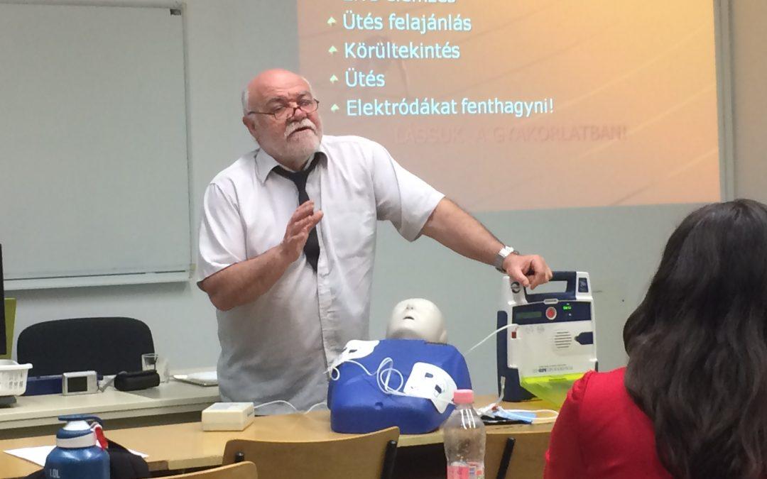 Innomed újraélesztési tanfolyam a Budapesti Gazdasági Egyetemen