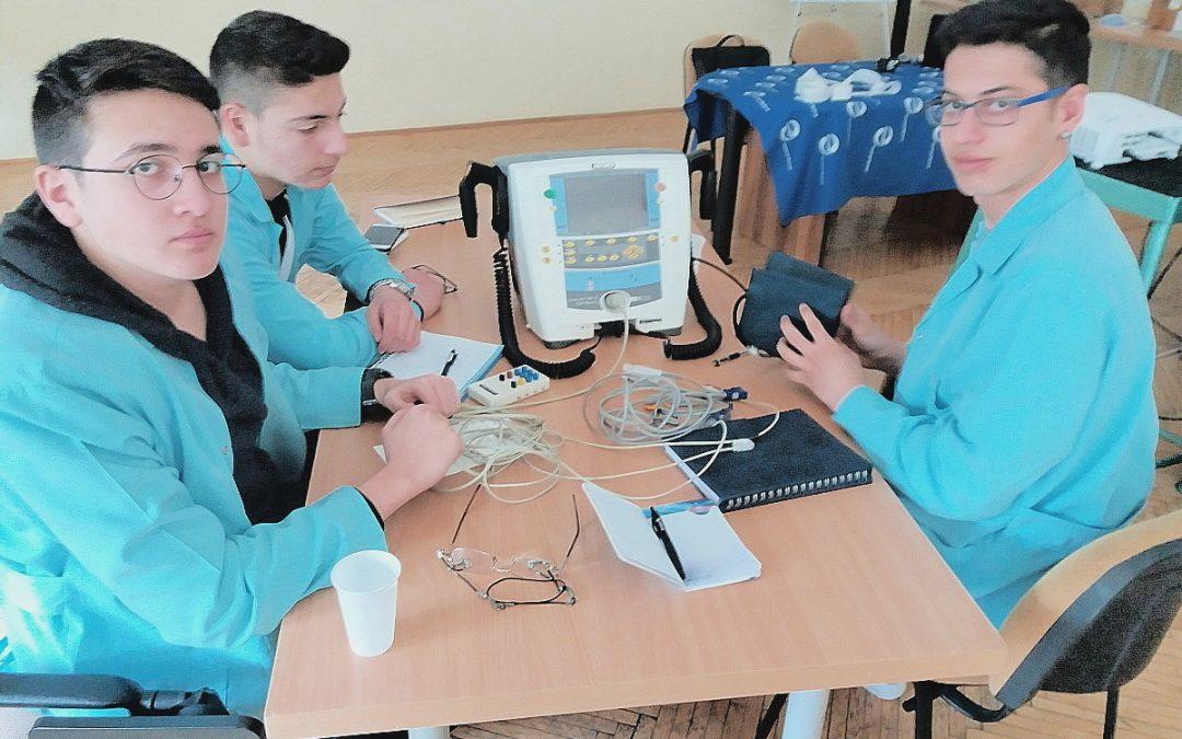 Erasmus+ diákok ismerkedtek kardiológiai berendezéseinkkel